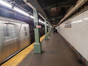 Wilson Avenue (BMT Canarsie Line) - The northbound platform
