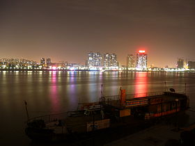 Overlooking Fancheng District from Xiangcheng District on the other side of the Han River.