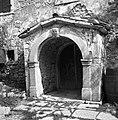 """""""Kalonja"""" (vhod v hišo) št. 17, Golac, pri Cepčevih 1955.jpg"""