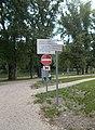 'Védő terület' és egyébb táblák, Aranypart II Szabadstrand, 2018 Győr.jpg