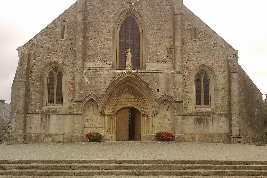 Église Saint-Jacques de fr:Montebourg On peut voir la statue de Saint-Jacques en pierre calcaire du XIVe siècle au portail de l'église (MH).