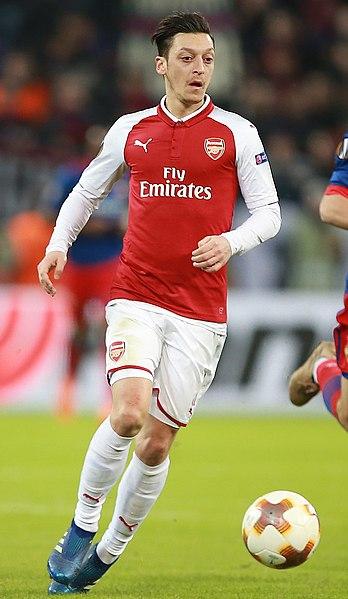 File:Özil Arsenal.jpg
