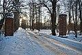 Въездные ворота, дубовая аллея Волышево.JPG