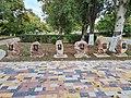 Памятники воинам-интернационалистам, расположенные справа от памятника.jpg