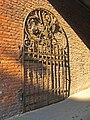 Политехнический институт. Механический корпус, ворота.jpg
