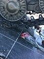 Цветы возле танка.jpg
