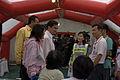 นายกรัฐมนตรี ตรวจเยี่ยมเต้นท์แพทย์ DMAT ภูเก็ต ณ วัดถ้ - Flickr - Abhisit Vejjajiva (1).jpg