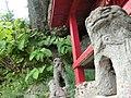 新旧共存する狛犬 - panoramio.jpg