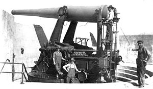 Fort Strong - A 10-inch disappearing gun, similar to those of Batteries Hitchcock and Ward.