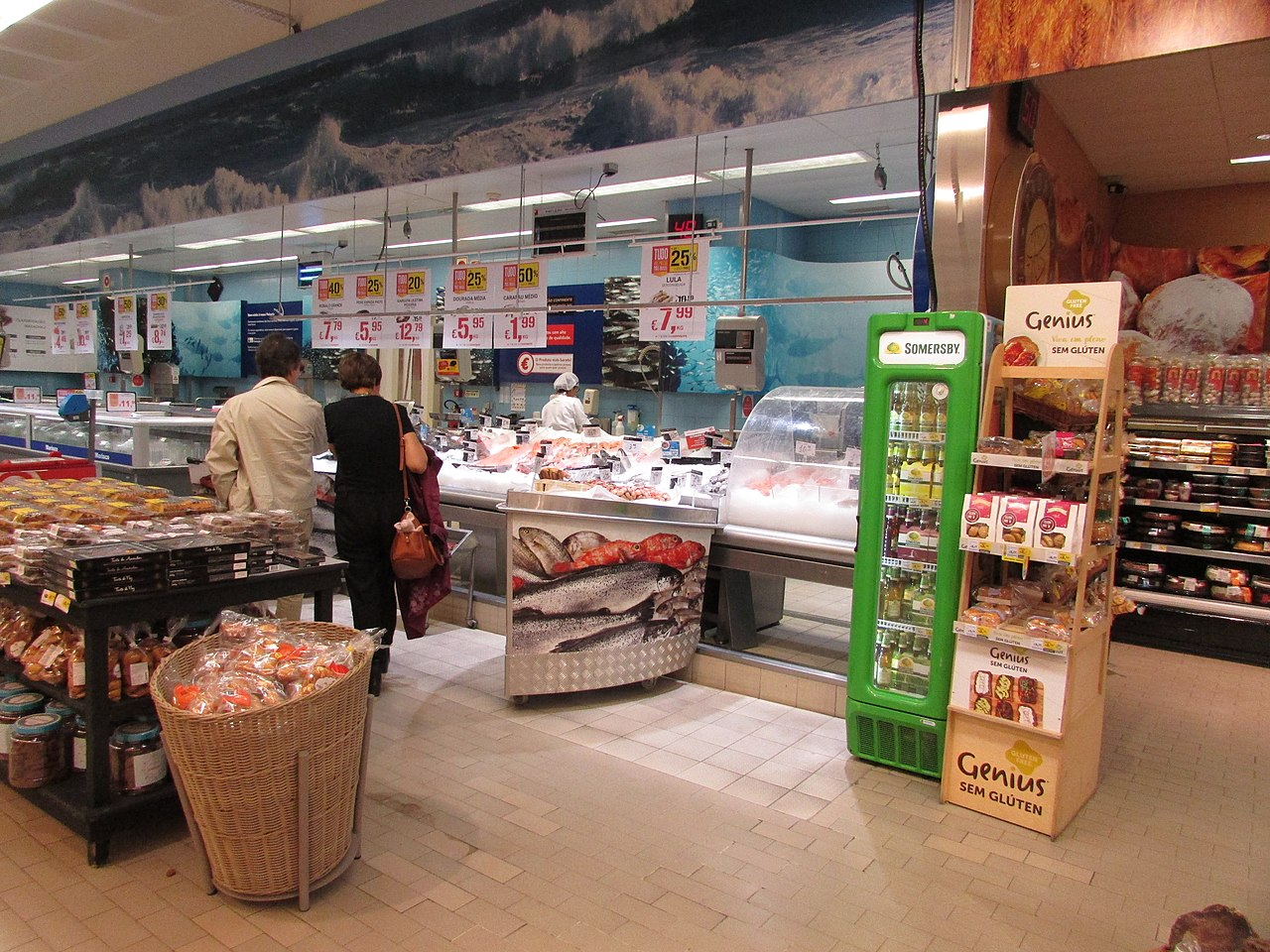 File:11-05-2017 Fish counter Inside Continente supermarket ...
