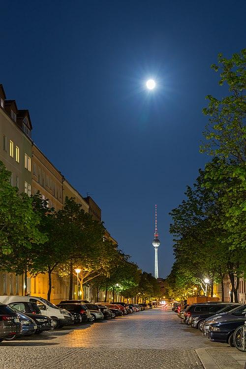 150502 Strelitzer Straße bei Nacht.jpg