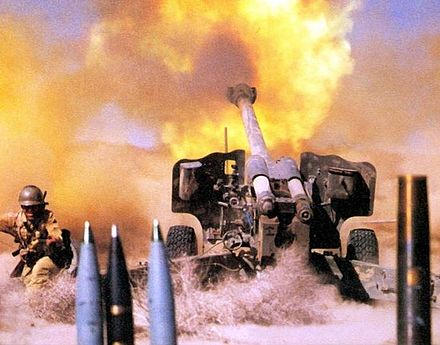 Iranian troops fire 152 mm D-20 howitzer 152 mm howitzer D-20 belong to Military of Iran.jpg