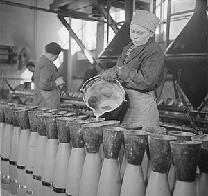 Amatol - 152 mm shells being filled with liquid amatol. Finland, 1942