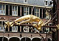 2009-04-23 NL Den Haag Binnenhof Brunnen Detail.jpg