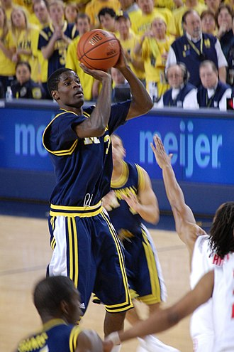 Manny Harris - Image: 20090117 Manny Harris shooting