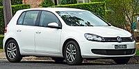 2009 Volkswagen Golf (5K MY09) 118TSI Comfortline 5-door hatchback (2011-03-10) 01.jpg