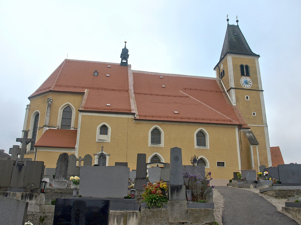 1280px-2012.10.21_-_Strengberg_Pfarrkirche_Mariae_Himmelfahrt_-_02.jpg
