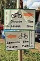 2012 Powiat cieszyński, Dębowiec, Znaki żółtego szlaku rowerowego nr 11.jpg
