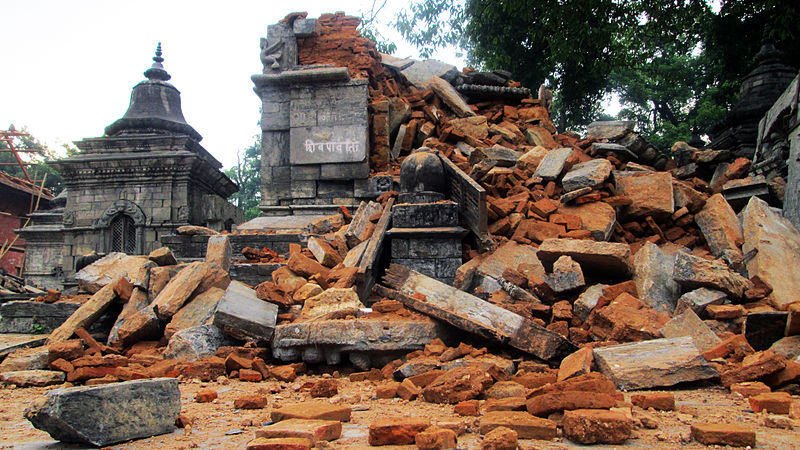 चित्र:2015 Earthquake in Nepal-Pashupatinath Temple Area (12).JPG