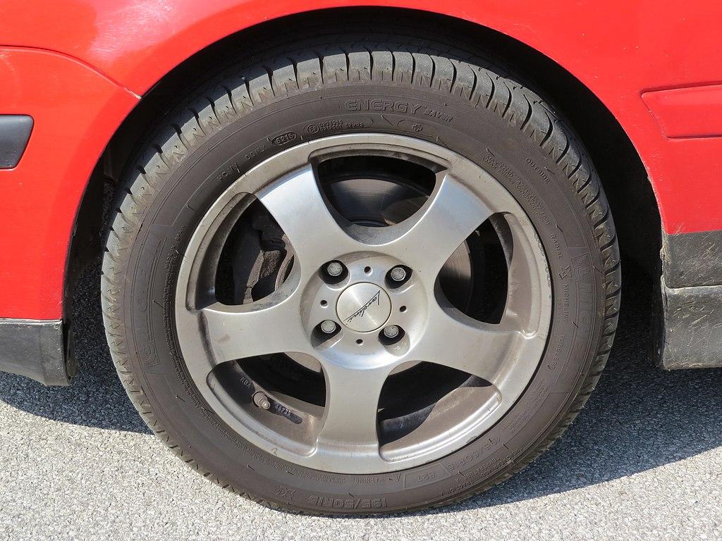 File:9-9-9 (9) Michelin Energy Saver 9-9 R 9 9 T tire