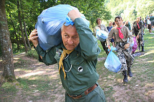 Plast - Plastuny are cleaning up the territory during the Second Ukrainian Scout Jamboree, 2009