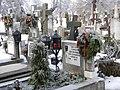 36. Bucuresti, Romania. Din Ciclul BUCURESTIUL SUB ASEDIUL FRIGULUI, Ianuarie 2019. Cimitirul Bellu Catolic. Mormantul lui Dan Iagnov. (O flacara mica incalzeste atmosfera).jpg
