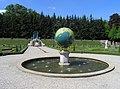 8165 Paleis 't Loo tuin vijver globe.jpg