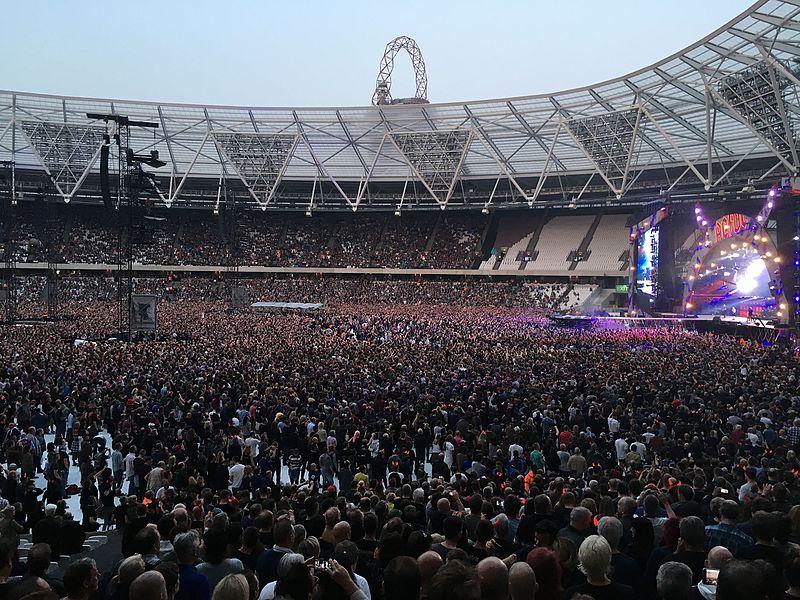 File:ACDC Concert, London Olympic Stadium, 2016.jpg ...