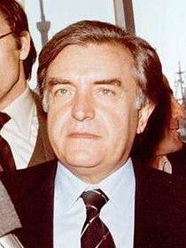 Adolfo Suárez junto al presidente de los Centristas de Cataluña en plena campaña de UCD en Cataluña (cropped).jpg