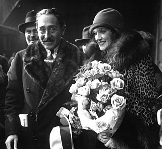 Adolphe Menjou - Menjou with second wife, actress Kathryn Carver in 1928.