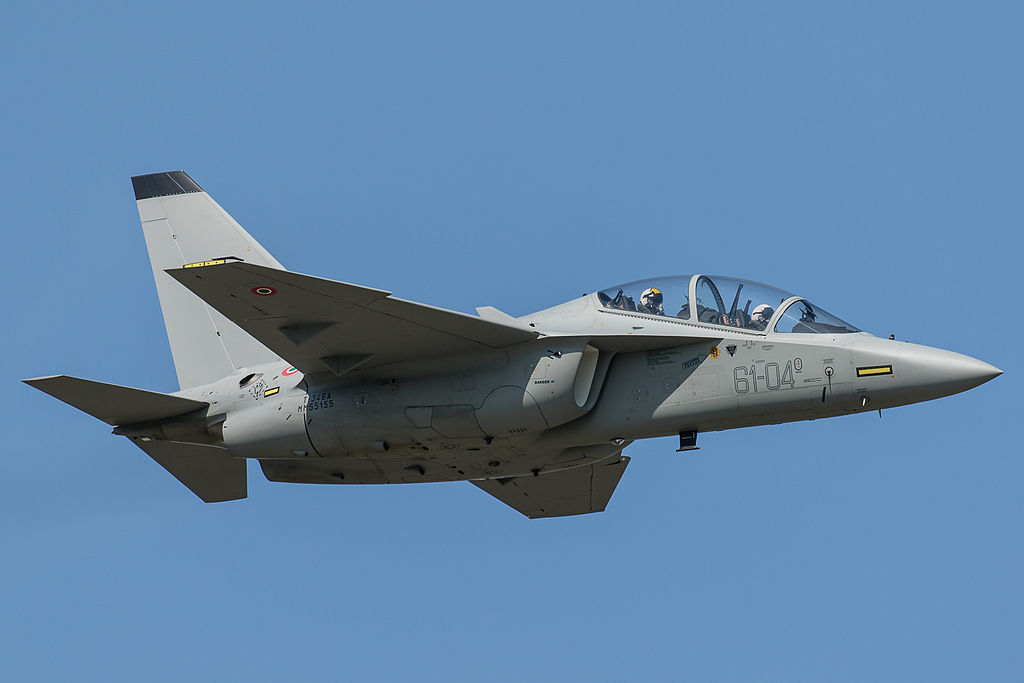 Alenia Aermacchi T-346A Master MM55155 61-04 formazione legend (22064642876).jpg
