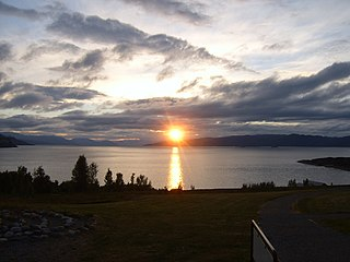 Midnight sun natural phenomenon when daylight lasts for more than 24 hours, occuring only inside or close to the polar circles