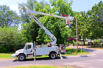 Ameren - Ameren technician replacing a street light.