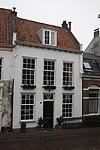 foto van Gepleisterd woonhuis met rechte kroonlijst