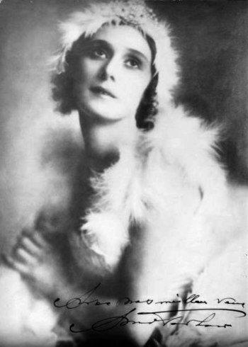Anna Pavlova in costume for the Dying Swan, Bu...