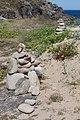 Apilamentos de pedras realizado polos visitantes ao Castro de Baroña. Porto do Son. Galiza 312.jpg