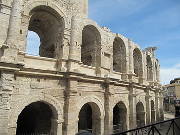 English: Walls of the Roman arena in Arles