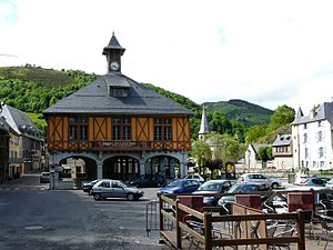 Arreau - The town hall square