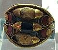 Arte egizia, anello in oro, pietre e smalti vitrei, nuovo regno, 1500-1000 ac. ca.JPG