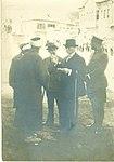 Atatürk köy hocalarıyla konuşurken.jpg