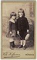 Ateljéporträtt av två barn, en pojke och en flicka - Nordiska Museet - NMA.0059409.jpg
