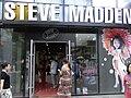 BJ Tour Beijing 北京 三里屯 Sanlitun shop Steve Madden visitors Aug-2010.JPG