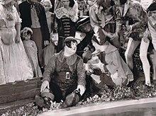 Oliver Hardy e Stan Laurel nel film-operetta Nel paese delle meraviglie (1934)