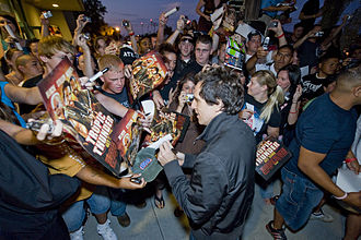 Ben Stiller - Stiller signing autographs before a screening for Tropic Thunder at Camp Pendleton on August 3, 2008.