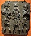 Benin, placca con tre guerrieri, XVI-XVII sec.JPG