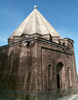 Aisha Bibi - Mausoleum of Bibi Khanum adjacent to Aisha Bibi