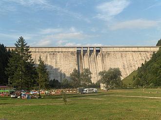 Bistrița (Siret) - Izvorul Muntelui Dam, 127 meters high, built between 1950 and 1960 on Bistrița River led to the formation of Lake Izvorul Muntelui
