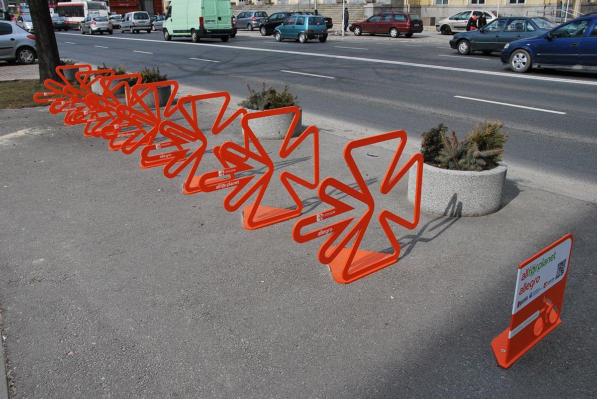 File:Bike racks in Rzesz\u00f3w.jpg - Wikimedia Commons