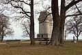 Bismarckturm Augsburg Sitzbänke Trinkwasserbrunnen.jpg