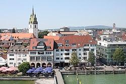 Blick vom Moleturm auf die Altstadt von Friedrichshafen.jpg